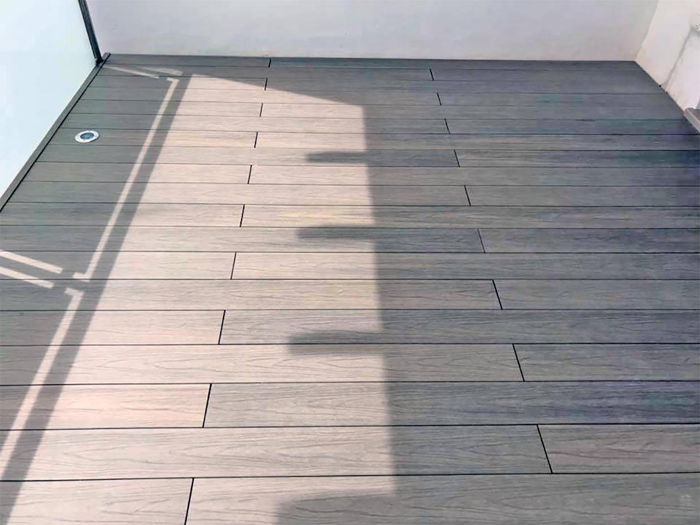 torreparquet-parquet-velez-malaga-parquet-torre-del-mar-tarima-de-exterior-composite-gris